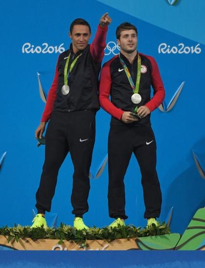 9444156-mike-hixon-olympics-diving-men