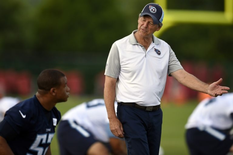 9339965-aaron-wallace-dick-lebeau-nfl-tennessee-titans-minicamp-768x510