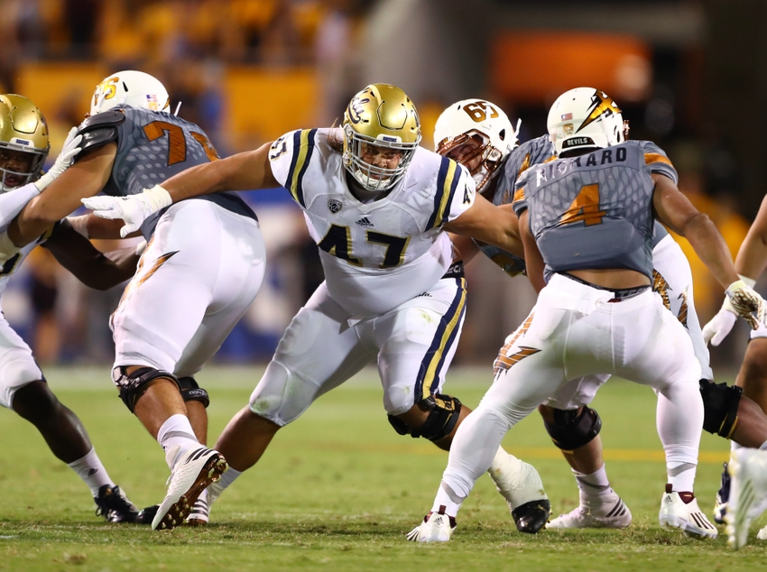 9603856-eddie-vanderdoes-ncaa-football-ucla-arizona-state