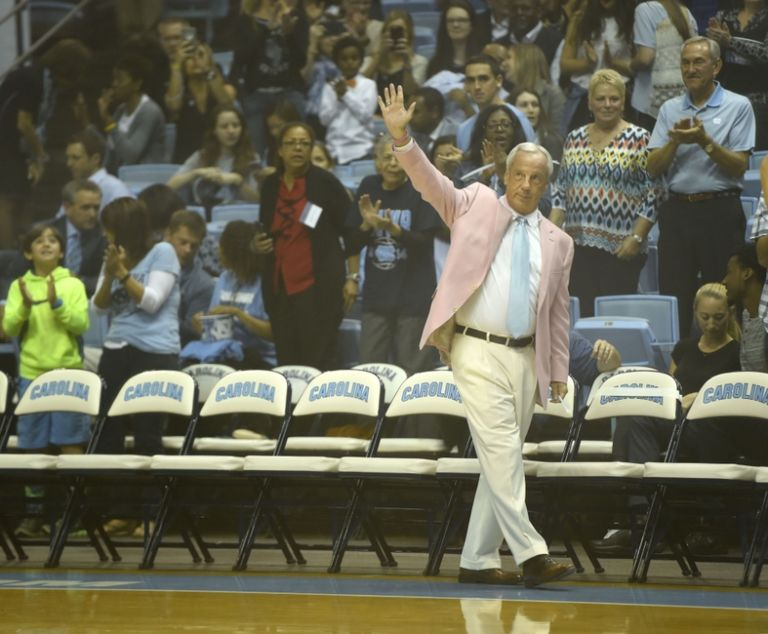 8879776-roy-williams-ncaa-basketball-north-carolina-late-night-with-roy-768x634