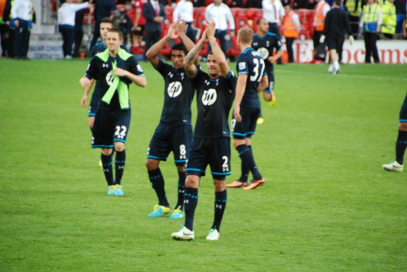 Spurs players salute the fans after their win in Cardiff. [Photo: Jav The_DoC_66]