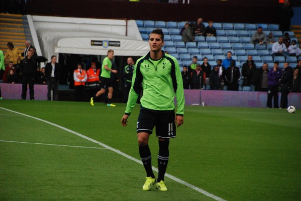 Erik Lamela needs fans backing. [Photo: Jav The_DoC_66]