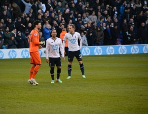 Hugo Lloris with Aaron Lennon and Gylfi Sigurdsson [Photo: Jav The_DoC_66]