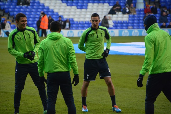 Nabil Bentaleb (centre) [Photo: Jav The_DoC_66]