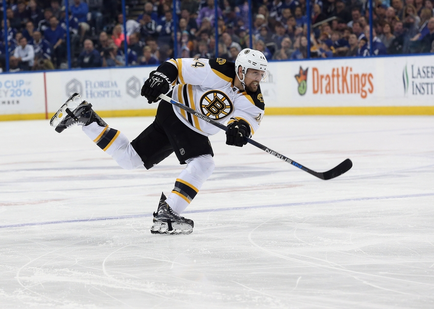 9205418-dennis-seidenberg-nhl-boston-bruins-tampa-bay-lightning