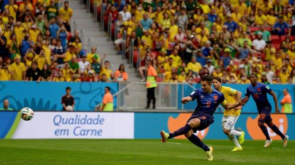 Robin Van Persie converts the penalty in the 3rd minute.