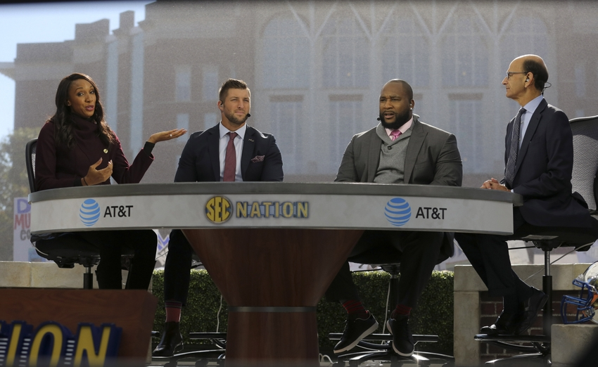 9625171-tim-tebow-marcus-spears-ncaa-football-mississippi-state-kentucky
