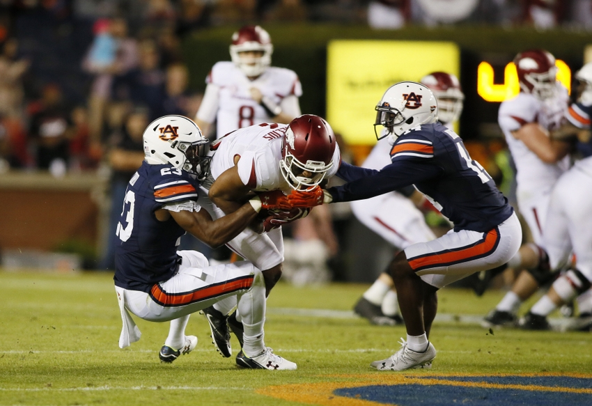 9625727-stephen-roberts-ncaa-football-arkansas-auburn