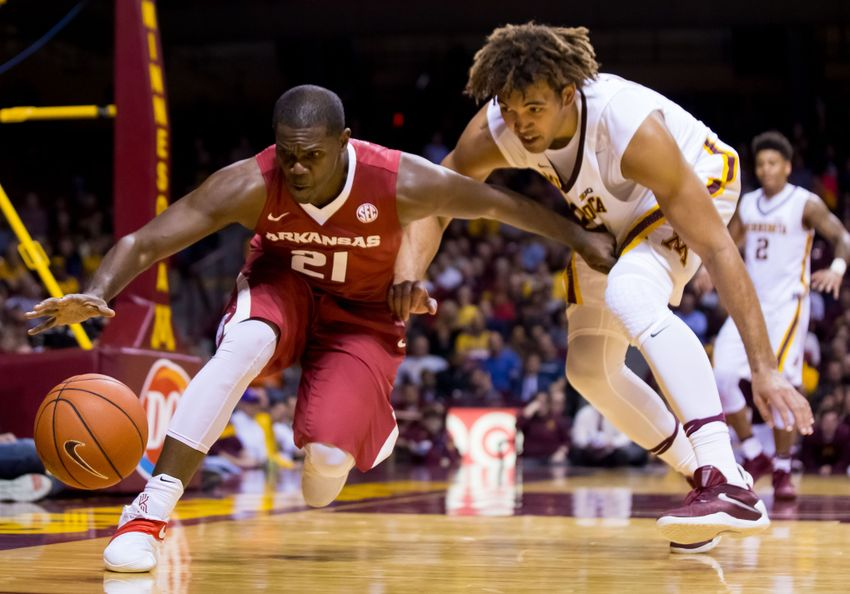 9697470-ncaa-basketball-arkansas-minnesota