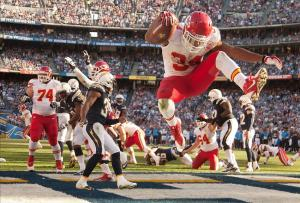 Kansas City Chiefs running back Knile Davis (34) Mandatory Credit: Stan Liu-USA TODAY Sports