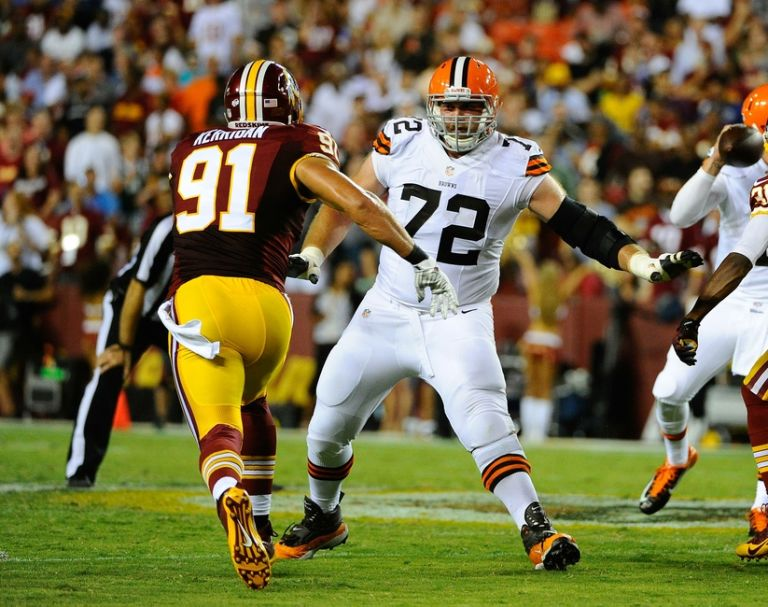 Mitchell-schwartz-ryan-kerrigan-nfl-preseason-cleveland-browns-washington-redskins-768x607