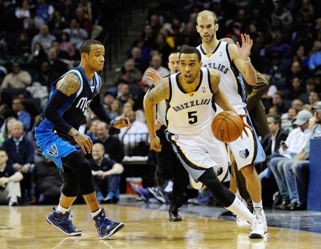 Feb 5, 2014; Memphis, TN, USA; Memphis Grizzlies shooting guard Courtney Lee (5) dribbles the ball up court against the Dallas Mavericks during the game at FedExForum. Mandatory Credit: Justin Ford-USA TODAY Sports