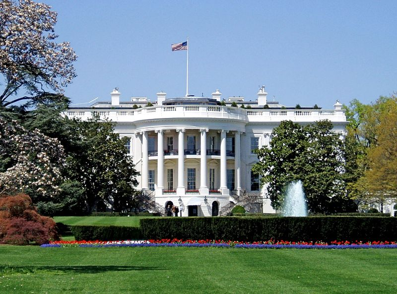 https://upload.wikimedia.org/wikipedia/commons/a/af/WhiteHouseSouthFacade.JPG
