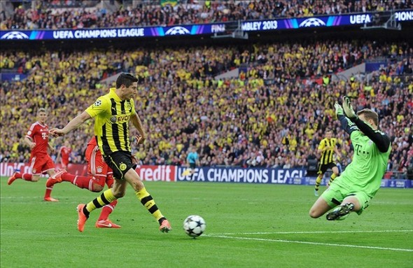 May 25, 2013; London, UNITED KINGDOM; Borussia Dortmund player Robert Lewandowski (left) shoots against Bayern Munich goalkeeper Manuel Neuer during the Champions League final at Wembley Stadium. Mandatory Credit: Tim Groothuis/Witters Sport via USA TODAY Sports