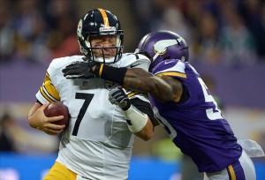 Sep 29, 2013; London, UNITED KINGDOM; Pittsburgh Steelers quarterback Ben Roethlisberger (7) is pressured by Minnesota Vikings linebacker Erin Henderson (50) in the NFL International Series game at Wembley Stadium. Mandatory Credit: Kirby Lee-USA TODAY Sports