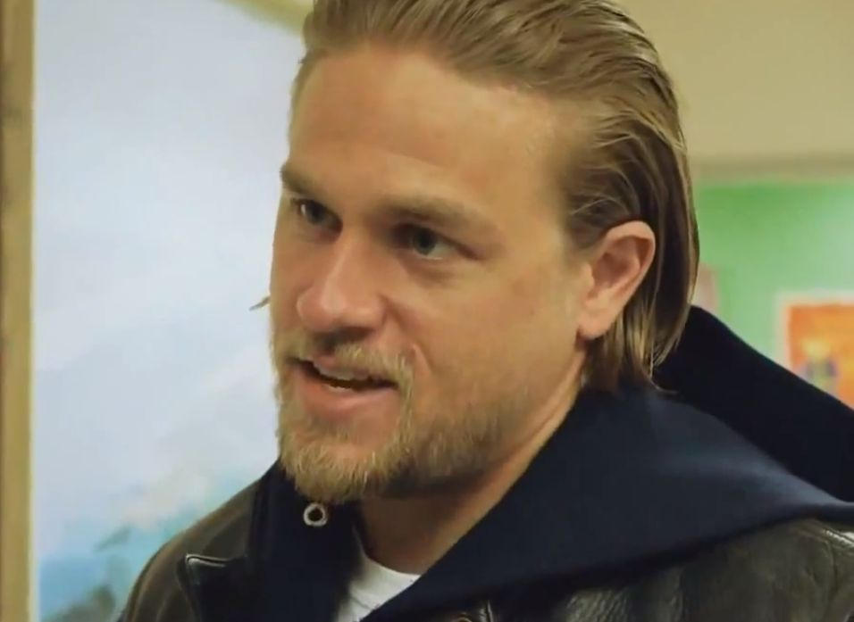 Charlie hunnam as jax teller in season 6 episode 8 of sons of anarchy
