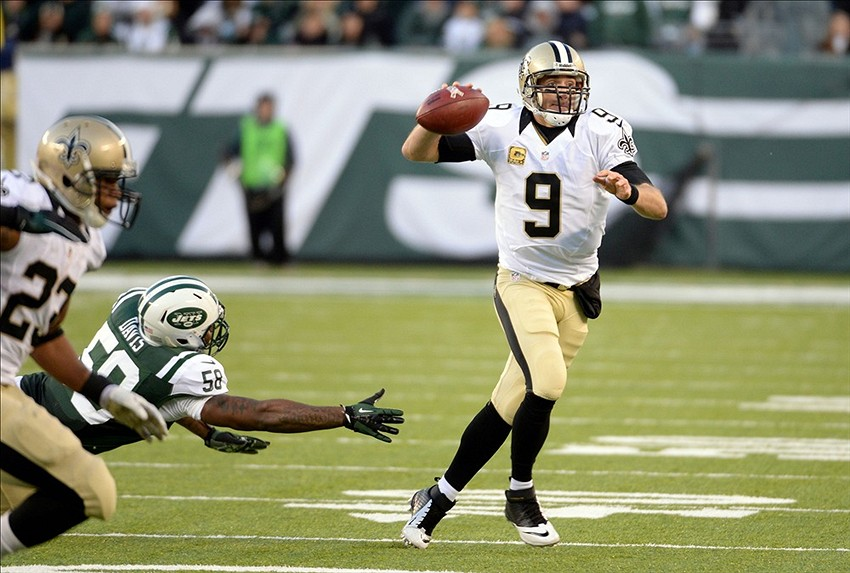 Drew Brees Throwing Football Drew Brees Throws