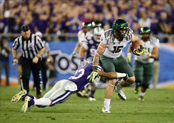 Jan. 3, 2013; Glendale, AZ, USA: Oregon Ducks tight end Colt Lyerla (15) runs the ball in the second quarter against the Kansas State Wildcats during the 2013 Fiesta Bowl at University of Phoenix Stadium. Mandatory Credit: Mark J. Rebilas-USA TODAY Sports