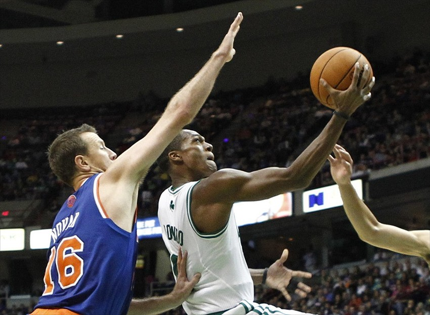 Trade Rumors: New York Knicks looking for Rajon Rondo to force a trade