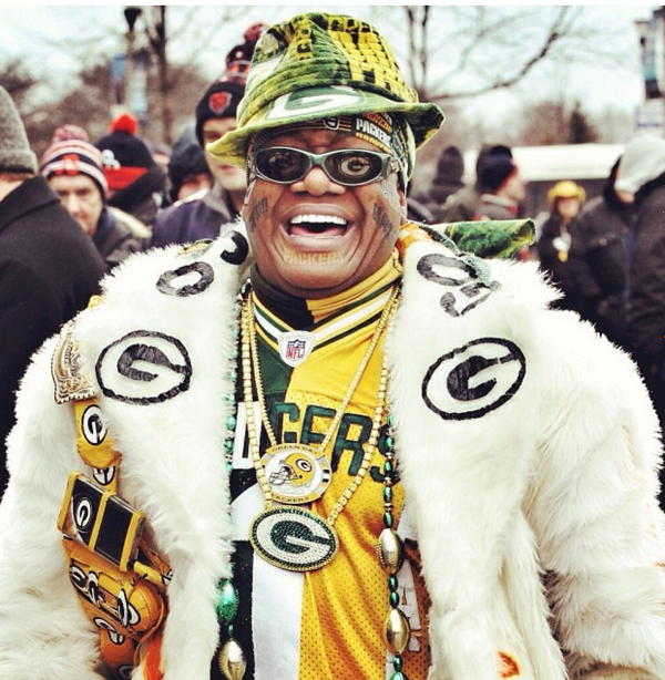 green bay packers pimp attends game vs  chicago bears  photos