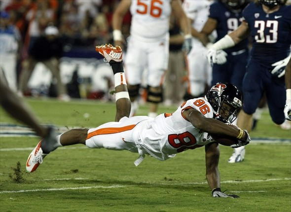 September 29, 2012; Tucson, AZ, USA; Oregon State Beavers wide receiver Obum Gwacham (86) dives for a first down against the Arizona Wildcats in the first quarter at Arizona Stadium. Mandatory Credit: Rick Scuteri-USA TODAY Sports