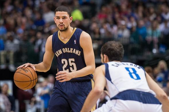 Jan 11, 2014; Dallas, TX, USA; New Orleans Pelicans shooting guard Austin Rivers (25) looks to set the play against the Dallas Mavericks during the game at the American Airlines Center. The Mavericks defeated the Pelicans 110-107. Mandatory Credit: Jerome Miron-USA TODAY Sports