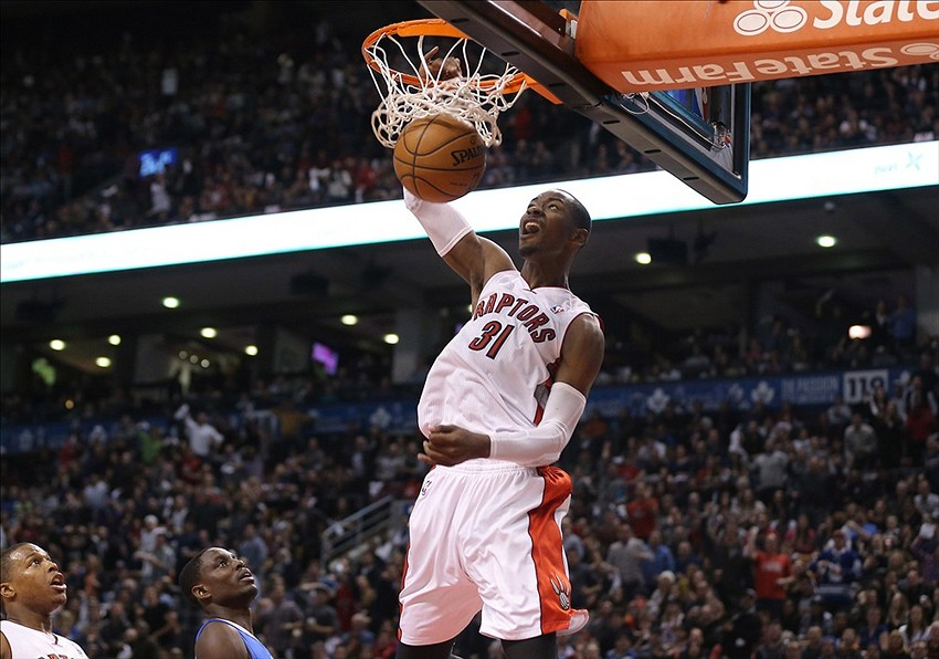 Terrence Ross puts Kenneth Faried on a poster (video ...