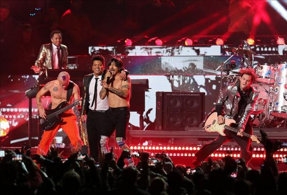 Feb 2, 2014; East Rutherford, NJ, USA; Recording artist Bruno Mars performs with the Red Hot Chili Peppers during the during the half time show in Super Bowl XLVIII at MetLife Stadium. Mandatory Credit: Matthew Emmons-USA TODAY Sports