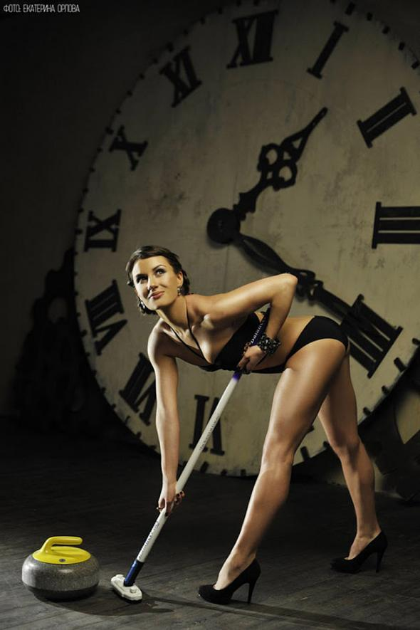 Anna-Sidorova-In-Lingerie-With-Curling-Equipment-For-The-Sochi-Olympics-02