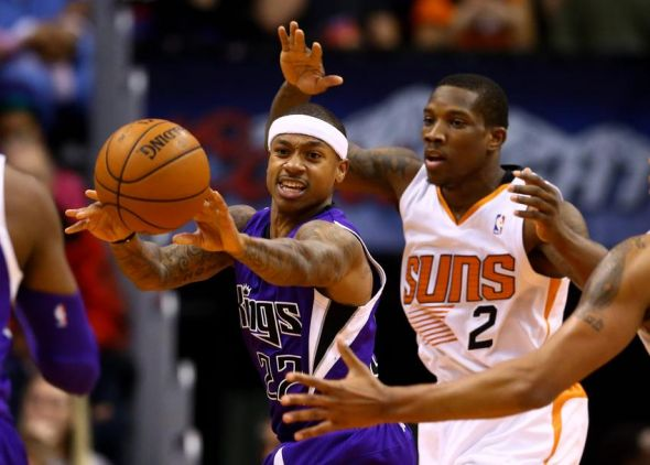 Dec 13, 2013; Phoenix, AZ, USA; Sacramento Kings guard Isaiah Thomas (left) passes the ball against Phoenix Suns guard Eric Bledsoe at US Airways Center. The Suns defeated the Kings 116-107. Mandatory Credit: Mark J. Rebilas-USA TODAY Sports