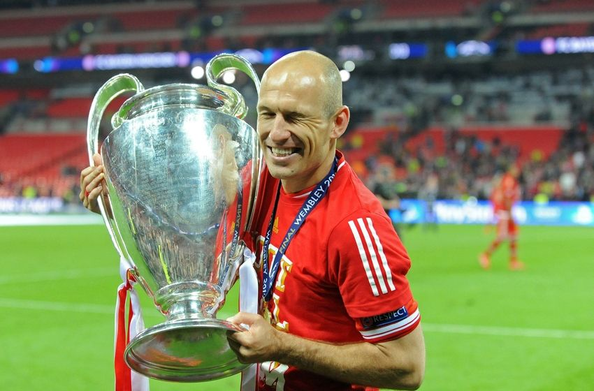 Bayern Munich's Arjen Robben warns of Borussia Dortmund title threat