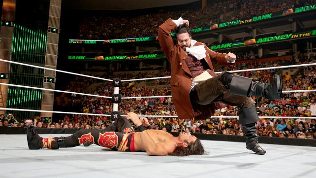 I can stomach Sandow's cosplay if it's accompanied by his personality. THE ELBOW IS COMING! THE ELBOW IS COMING! Photo credit: WWE.com