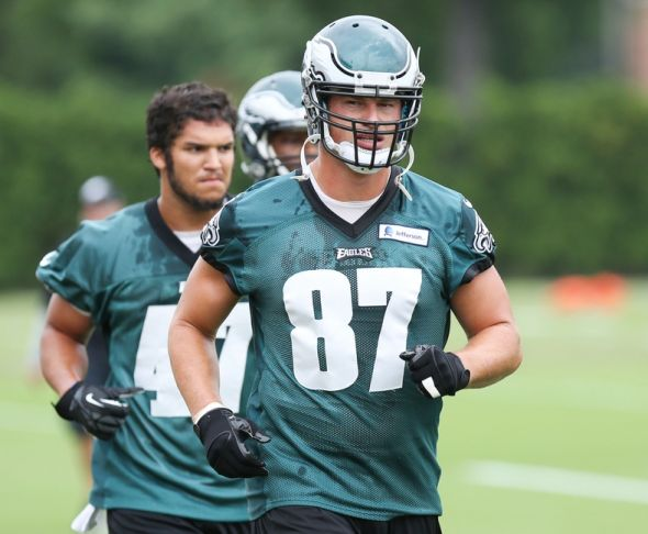 Steelers' Mike Mitchell lays out Eagles TE Brent Celek (Video) - FanSided - Sports News, Entertainment ...