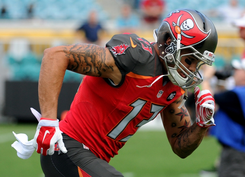 Hot Men's Tampa Bay Buccaneers Mike Evans #13 Green Salute To Service  hot sale