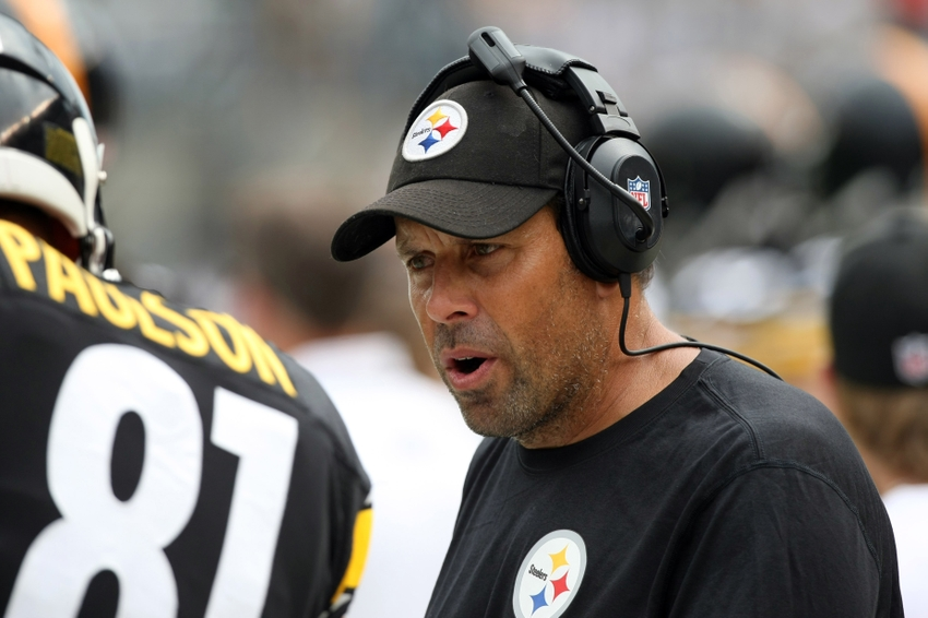 Sep 8, 2013; Pittsburgh, PA, USA; Pittsburgh Steelers offensive coordinator Todd Haley talks with tight end David Paulson (81) during the game against the Tennessee Titans at Heinz Field. Mandatory Credit: Jason Bridge-USA TODAY Sports