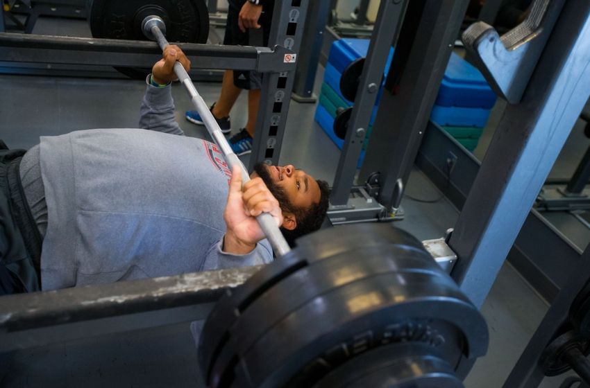 Bench press combine record 28 images nfl combine bench for Gnn bathroom fans
