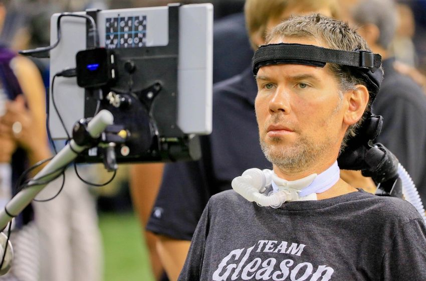 Steve Gleason Reacts To The Saints Blocking Falcons Punt