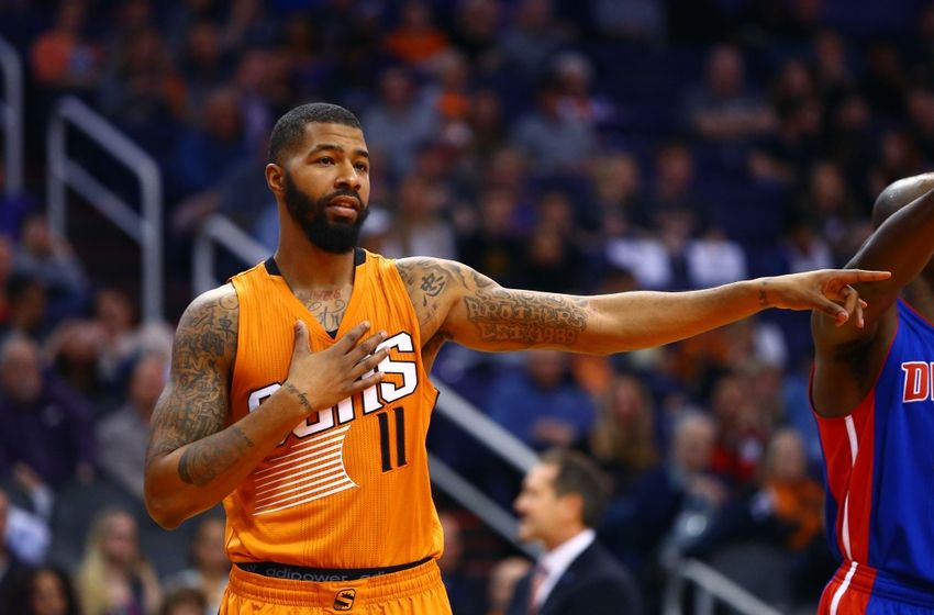 Markieff Morris, Archie Goodwin fight during timeout