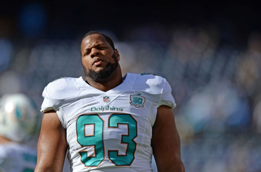 Miami Dolphins Ndamukong Suh stomps on Russell WIlson's ankle