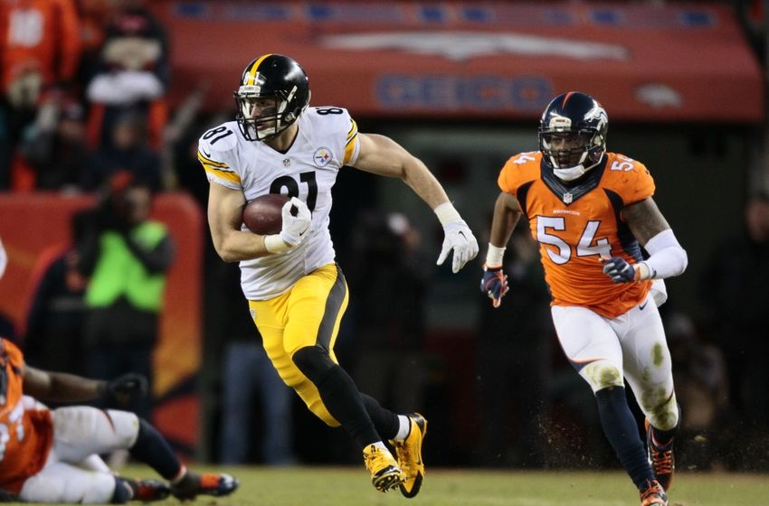 Jan 17, 2016; Denver, CO, USA; Pittsburgh Steelers tight end Jesse James (81) runs for extra yards after a catch with Denver Broncos inside linebacker Brandon Marshall (54) chasing during the fourth quarter in a AFC Divisional round playoff game at Sports Authority Field at Mile High. Mandatory Credit: Isaiah J. Downing-USA TODAY Sports