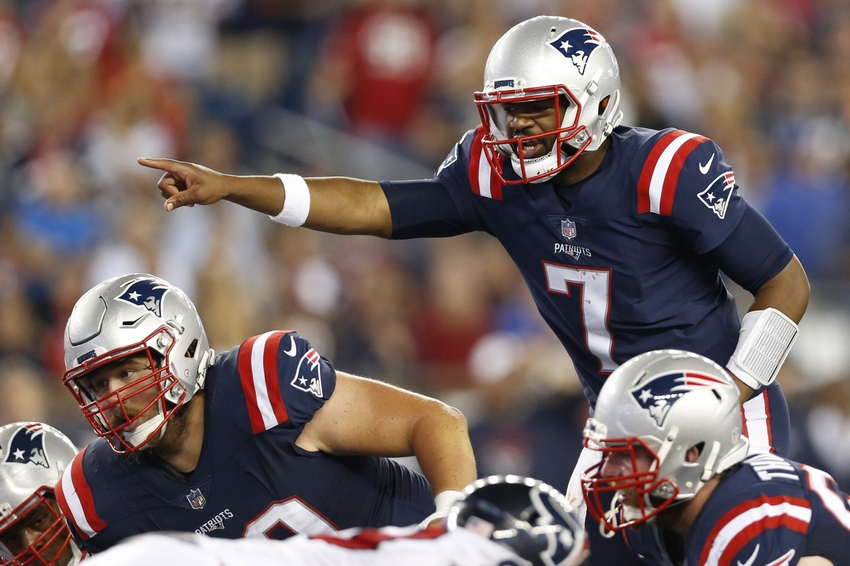 Sep 22, 2016; Foxborough, MA, USA; New England Patriots quarterback Jacoby Brissett (7) makes an adjustment at the line of scrimmage during the third quarter against the Houston Texans at Gillette Stadium. Mandatory Credit: Greg M. Cooper-USA TODAY Sports