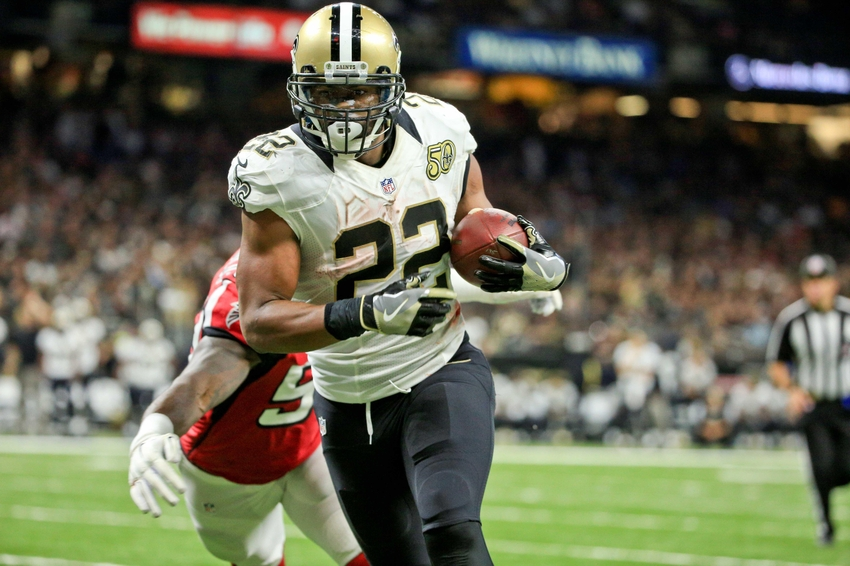 Sep 26, 2016; New Orleans, LA, USA; New Orleans Saints running back Mark Ingram (22) scores a touchdown past Atlanta Falcons linebacker LaRoy Reynolds (53) during the fourth quarter of a game at the Mercedes-Benz Superdome. The Falcons defeated the Saints 45-32. Mandatory Credit: Derick E. Hingle-USA TODAY Sports