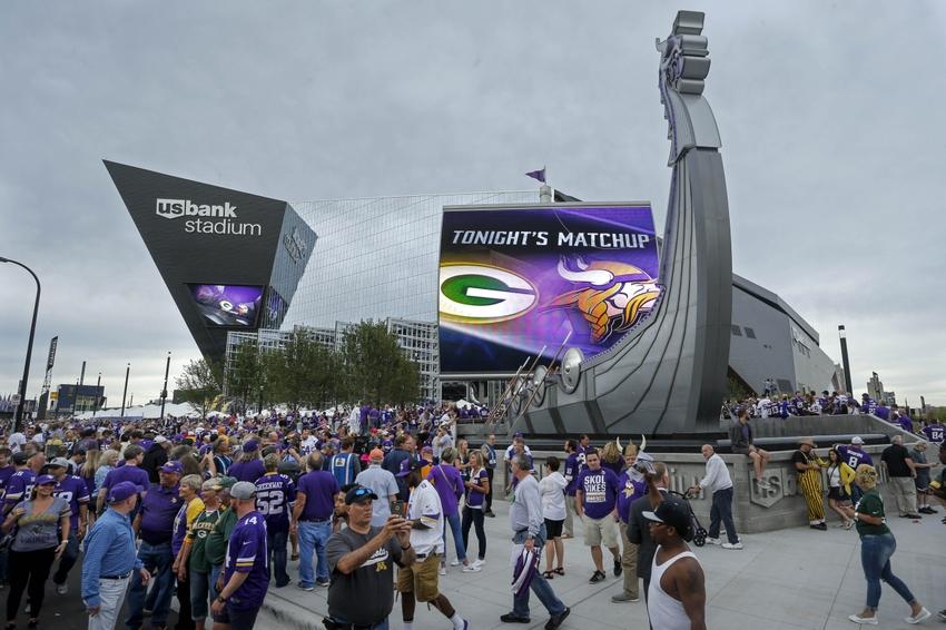 Minnesota Vikings Fan Stabbed By Rival Packers Fan