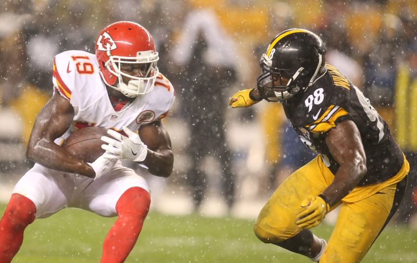 Oct 2, 2016; Pittsburgh, PA, USA; Kansas City Chiefs wide receiver Jeremy Maclin (19) carries the ball as Pittsburgh Steelers inside linebacker Vince Williams (98) defends during the second quarter at Heinz Field. Mandatory Credit: Charles LeClaire-USA TODAY Sports