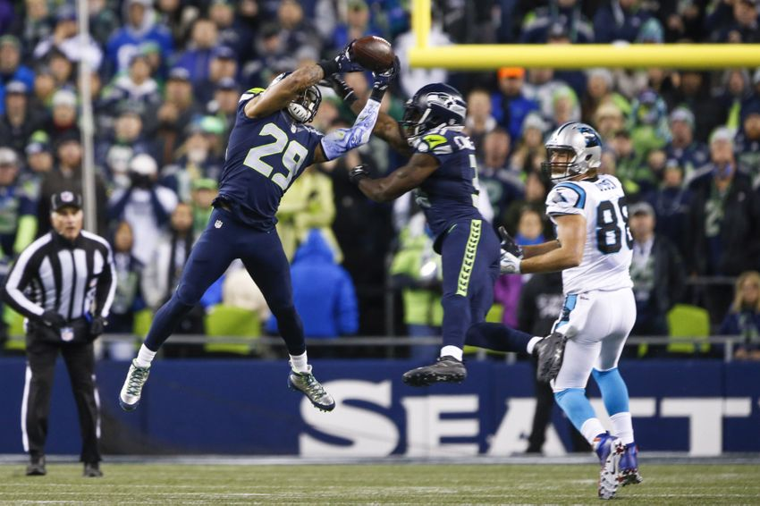 3162c920104 Dec 4, 2016; Seattle, WA, USA; Seattle Seahawks free safety Earl Thomas  (29) collides with strong safety Kam Chancellor (31) while defending a pass  intended ...