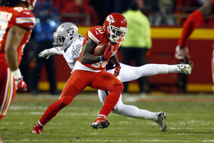 Tyreek Hill humiliates Raiders on punt return TD (Video)