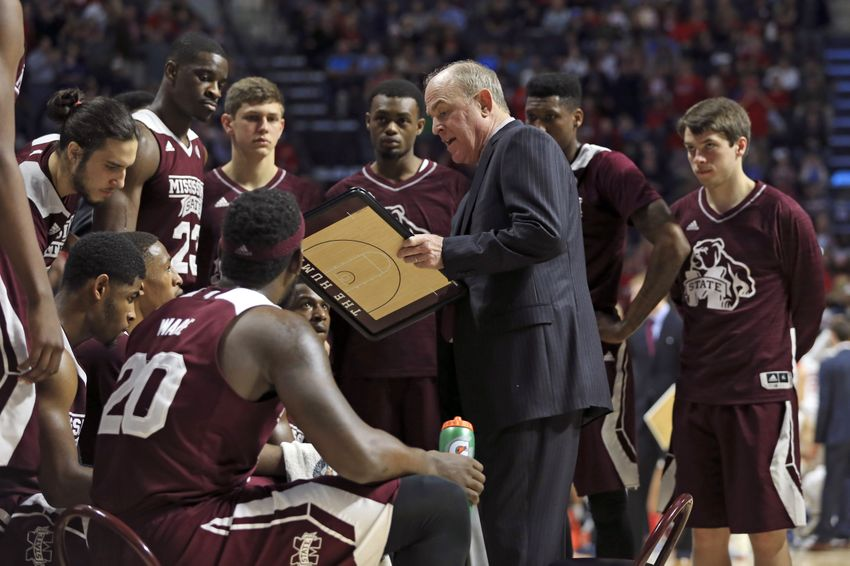 Mississippi State basketball team rescues woman in car accident