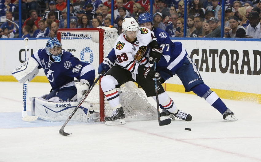 Blackhawks winning streak snapped with loss to Lightning