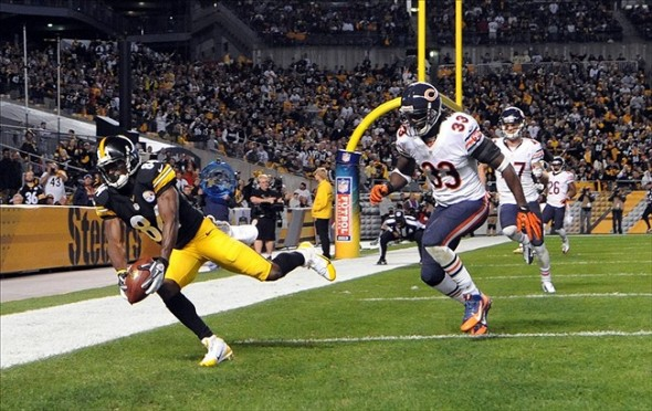 Sep 22, 2013; Pittsburgh, PA, USA; Pittsburgh Steelers wide receiver Antonio Brown (84) catches a touchdown pass in front of Chicago Bears cornerback Charles Tillman (33) during the second half at Heinz Field. The Bears won the game, 40-23. Mandatory Credit: Jason Bridge-USA TODAY Sports