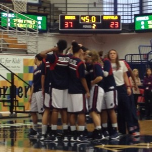 Duquesne women break the huddle at the start of the second half. Photo by Zachary Weiss